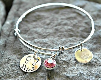 New Mom Bracelet - New Mom Gift - New Mom Jewelry - Name Bracelet - Baby Feet Charm Bracelet - Birth Announcement Bracelet - Mom Valentine's