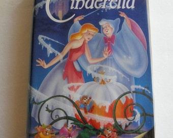 Disney Classics Cinderella VHS Video 1988 Clamshell Case Black Diamond 410  with sticker not imprint    (CIN02)