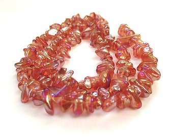 Peach Orange Beads. Colorful Glass Bead Chips. Iridescent Fire Polished Glass.  7 Inch Half Strand Approx 50 Pieces. DIY Jewelry Making