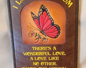 """Vintage Wooden """"I Love You Mom"""" Plaque"""