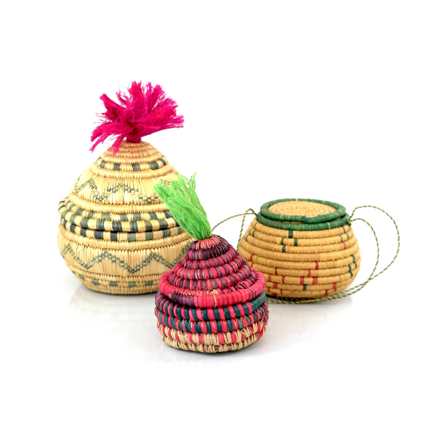 trio small raffia baskets with lids hand woven baskets. Black Bedroom Furniture Sets. Home Design Ideas