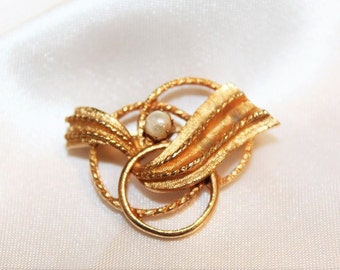 SALE! Glorious Vintage Designer Runway Couture Faux Pearl Textured Intertwined 3 Hoops Brooch BU