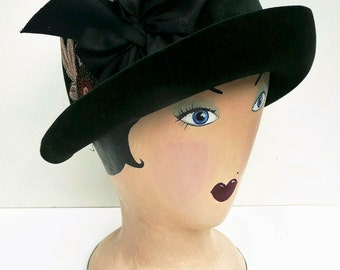 Forest Green Felt Cloche // 1920s Art Deco Flapper Hat // Vintage Embroidery Bow // Small Size Ladies Hat