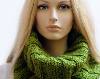 Chunky scarf Knit infinity scarf Hand knitted scarf Knit infinity cowl thick scarf Green scarf knit neckwarmer Knit tube scarf Loop scarf