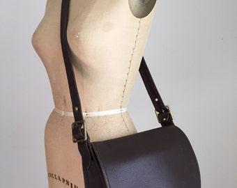 vintage 1970s large chestnut brown leather bag / messenger bag