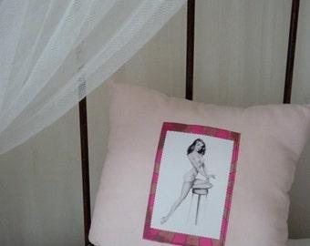 """Cushion """"Pin-up Tina"""""""