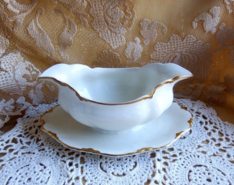 Antique circa 1913, Gravy Boat with Attached Underplate, Chantilly Gold by Johnson Brothers England