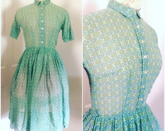 1950s Green Patterned Shirt Dress // extra small xxs xs 0 2 4 fit and flare midcentury shirtdress