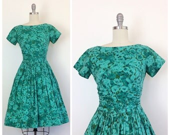 50s Teal and Green Floral Print Day Dress / 1950s Vintage Ruched Cotton Bombshell Dress / Medium / Size 6