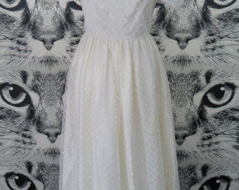 70s / 80s White Lace Wedding Dress / XS / S