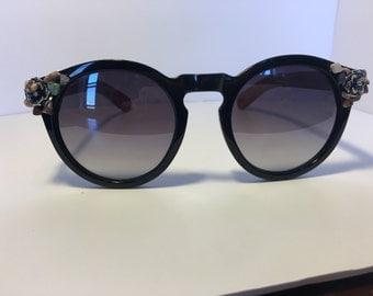 Round with Wood Arm Crystal Adorned Sunglasses