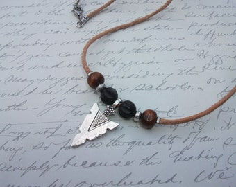 Arrowhead leather and wood necklace
