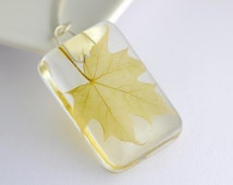 Pressed leaf pendant Spring green dried leaf necklace resin nature pagan jewellery Druids pendant delicate maple leaf jewelry green leaves