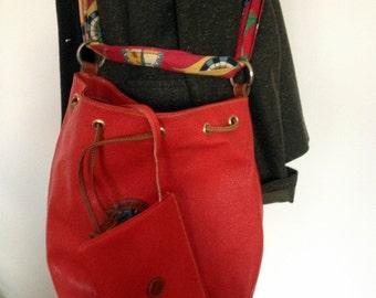 Red bucket bag / / Jinna Lefevbre / / 90 s