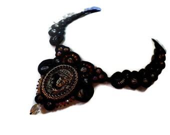 Soutache necklace - soutache jewelry - soutache technique - bead embroidery - black necklace - stylish necklace - collane - OOAK Golden dame