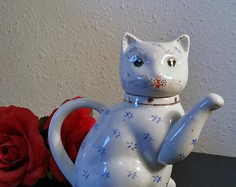Lucky Cat Teapot, Vintage Kitty Cat, White and Blue Porcelain Teapot, Creamer, Maneki Neko