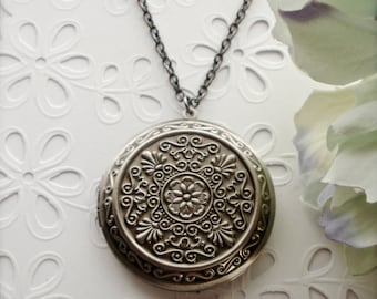 Large Round Locket Necklace, Antique Silver Locket, Floral Silver Pendant, Large Locket Necklace, Picture Locket, Romantic Gift for Her