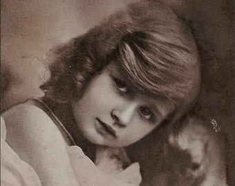 Joan Buckmaster, daughter,  Gladys Cooper, Edwardian stage, Edwardian girl, vintage portrait, pretty little girl, cute child (rppc/ch154  )