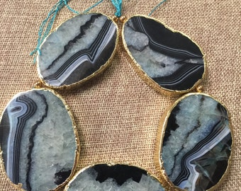 Natural gemstone druzy agete quarz