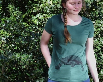 Green T-shirt | woman| turtle print | animal print | Eco & Fair Trade | ArtEffectPrints | turtle t-shirt | eco friendly clothing women