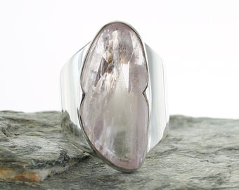 Kunzite silver ring. Size 7.5 . Natural stone. gemstone ring. Kunzite cabochon ring. Kunzite jewels