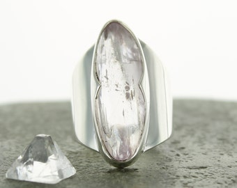 Kunzite silver ring. Size 8.25 . Natural stone. gemstone ring. Kunzite cabochon ring. Kunzite jewels