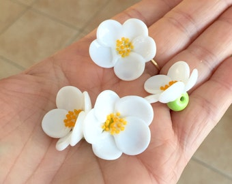 White chamomile flower beads  Handmade lampwork  glass bead Art Glass Lampwork Flower Beads handmade jewelry supplies