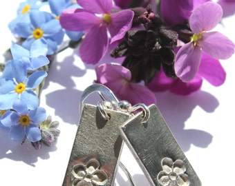 Flower earrings - silver flower earrings - tiny earrings - daisy earrings - silver earrings - nature jewelry - eco friendly - garden lover