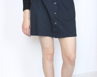 Navy button skort / S / size 6 blue shorts mini skirt Liz Claiborne vintage 90s culottes simple minimal preppy classic