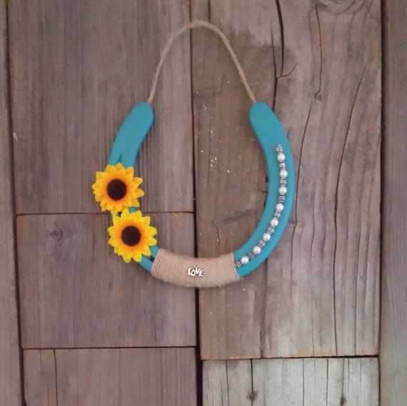 Sunflower country home decor horseshoe by eecustomhorseshoes for How to decorate horseshoes