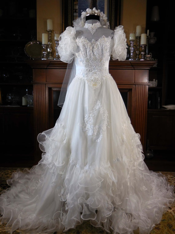 Frilly wedding veil : Vintage s wedding gown and veil white ruffled organza