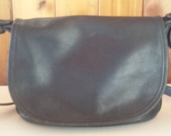 Vintage Original Coach Handbag Retro Black Leather Cross-body Shoulder Bag 1970s D535