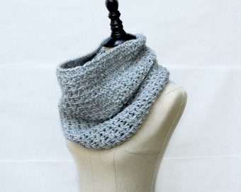 Grey Crochet Cowl, Chunky Cowl Scarf, Chunky Neckwarmer, Single Loop Cowl, Crochet Infinity Scarf, Womans Winter Cowl, Eternity Scarf Gray