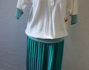 Vintage 1980's Country Club 2 Piece Set/Knit/Polo Shirt/Knit Skirt/Green & White/Women's Size Medium/IFI Knits/Golf/Tennis/SPRING/Summer/Set