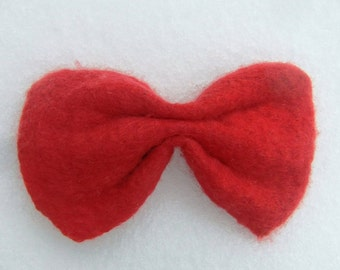 Bow tie for men in felted wool, with custom fit leather collar.