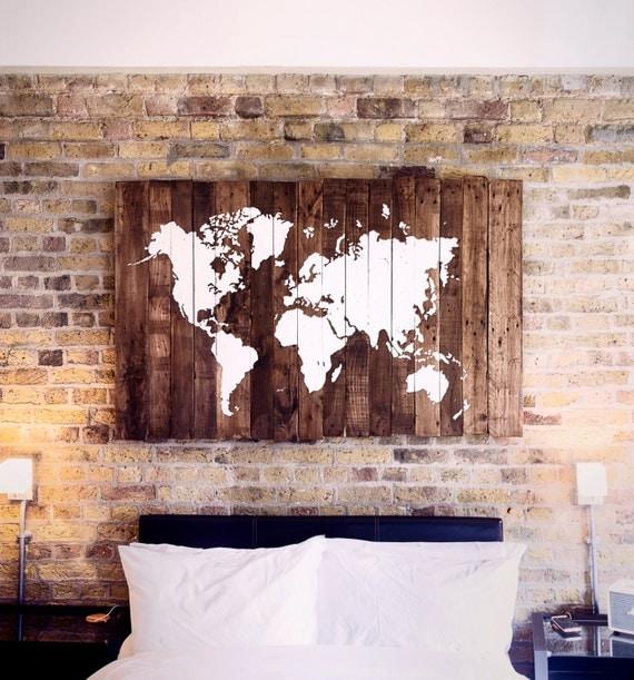 Carte du monde sur bois palette for Mondiale fenetre