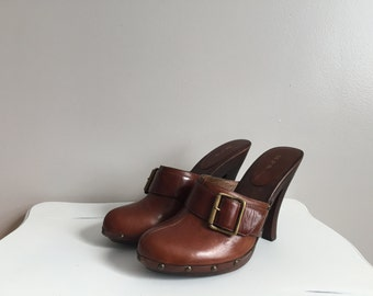 Vintage Brown Leather Clogs. Size 5.5 - 5 1/2