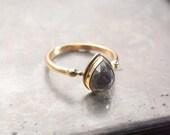 Diamond engagement ring in 14k yellow gold, 2.66 carat pear diamond