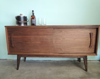 MID CENTURY MODERN Style Credenza or Media Stand (Los Angeles)