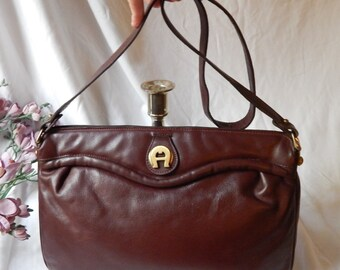Lovely Vintage 80s ETIENNE AIGNER~ Ox Blood Leather Crossbody Purse~squeeze frame