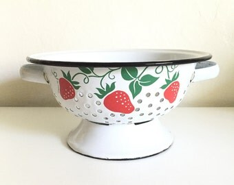 Vintage Teleflora Strawberry Colander / Enamelware Colander / Enamel Colander / Shabby Chic Decor / Farmhouse Decor / Vintage Wedding Decor