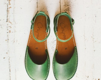 Greenery Sandals, Leather Shoes, Summer Shoes, Leather Sandals, Leather Flats, Flat Shoes, Closed Toe, Womens Sandals, Casual sandals