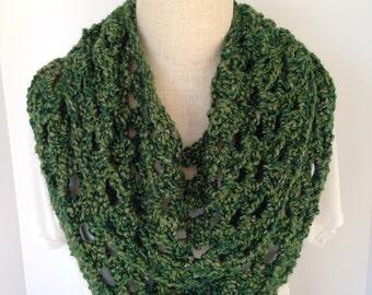 Infinity Scarf - Circle Scarf - Crochet Scarf in Green - Handmade - Womens Fashion Scarves - Neckwarmer - Cowl - Womens Scarf