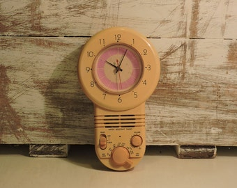 Retro Clock Radio - Vintage Water Resistant Quartz Radio Clock - English Bakelite  Radio Clock