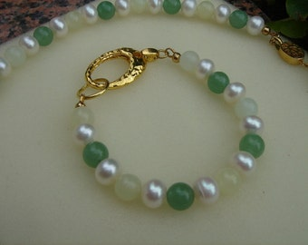 Gold-plated bracelet with cultured pearls, Aventurine & jade! Beautiful combination!