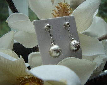 925 Silver earrings with acrylic bead! Very precious!