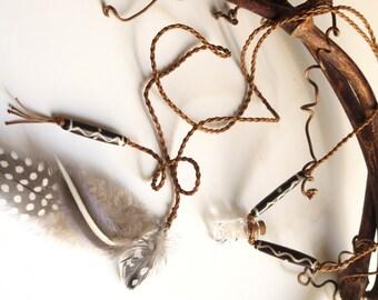 Dandelion Florets Macrame Necklace with natural feathers - Collier macramé fleurettes de pissenlits et plumes naturelles