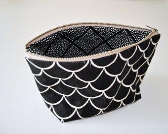 zipper bag // scales // medium // handprinted // black and white