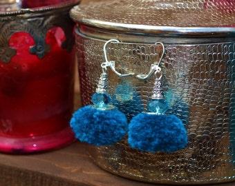 Boucles d'oreilles ethniques, bohème chic, pompon bleu canard