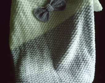 Small blanket with knot